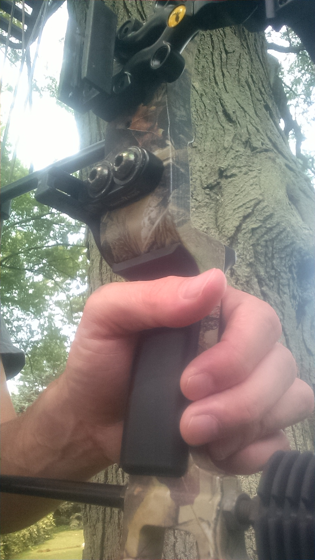 How to Shoot a Compound Bow - Grip